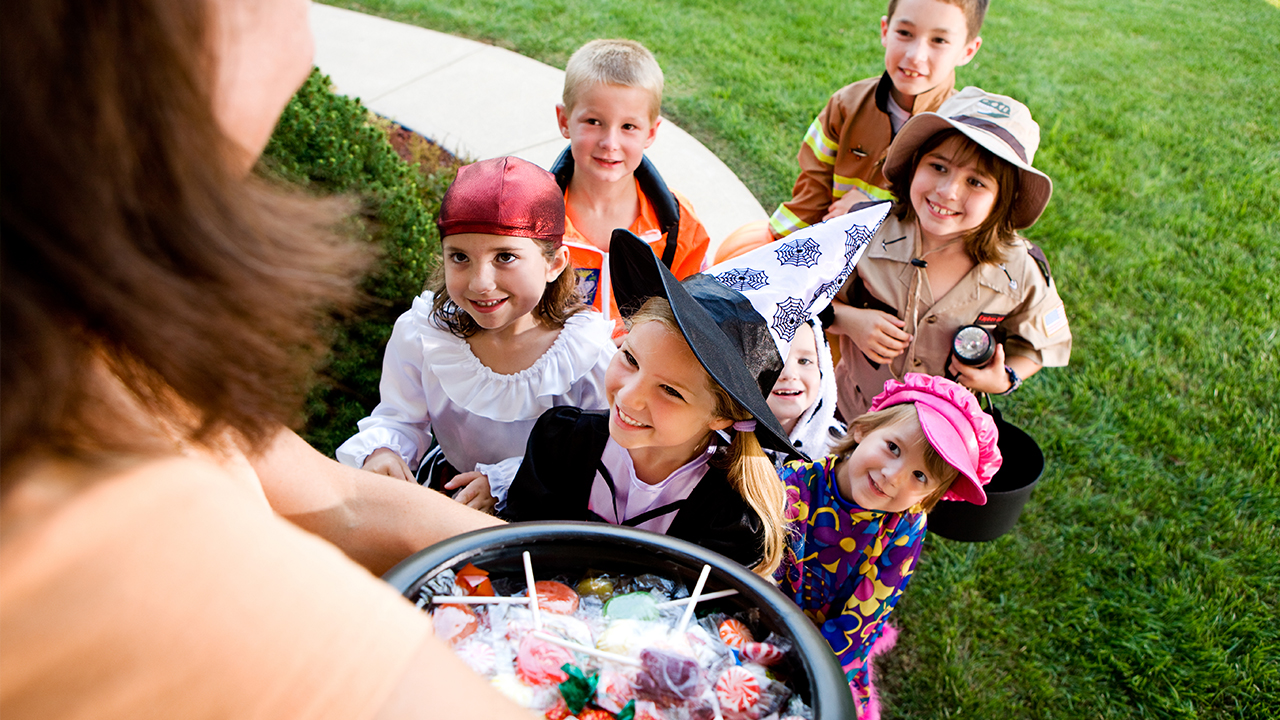 halloween-candy-children-trick-or-treating_1538413441894_404644_ver1_20181003055657-159532-159532