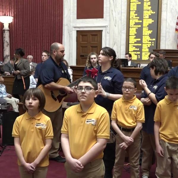 """West Virginia Schools for the Deaf & Blind Sign & Sing """"I Believe I Can Fly"""""""